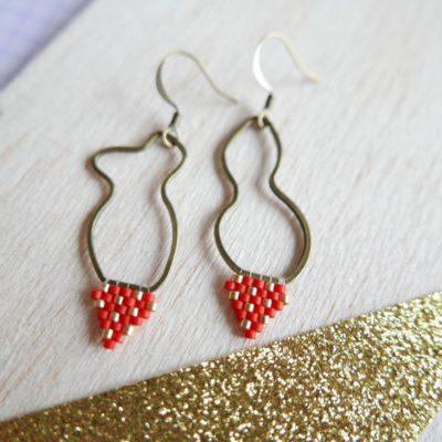 boucles d'oreilles ALÉATOIRE (tissé) ::rouge & doré::